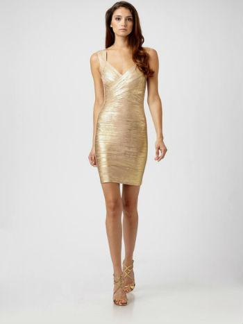 Приталенное золотое платье фото