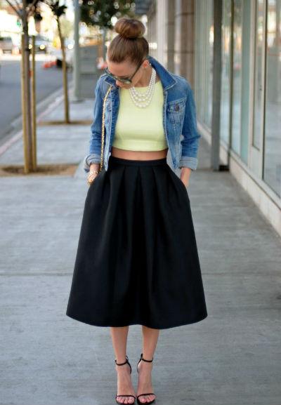 С чем носить зеленую расклешенную юбку