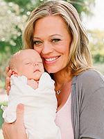 Джери с новорожденной дочерью - Жизель.