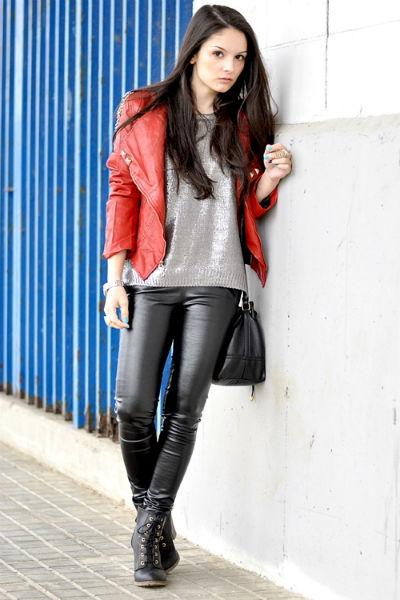 дама в кожаных штанах
