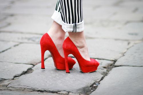 Красные туфли - хит сезона!