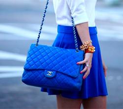 С чем носить синюю сумку.
