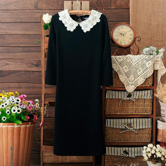 Черное платье с белым воротником, фото.