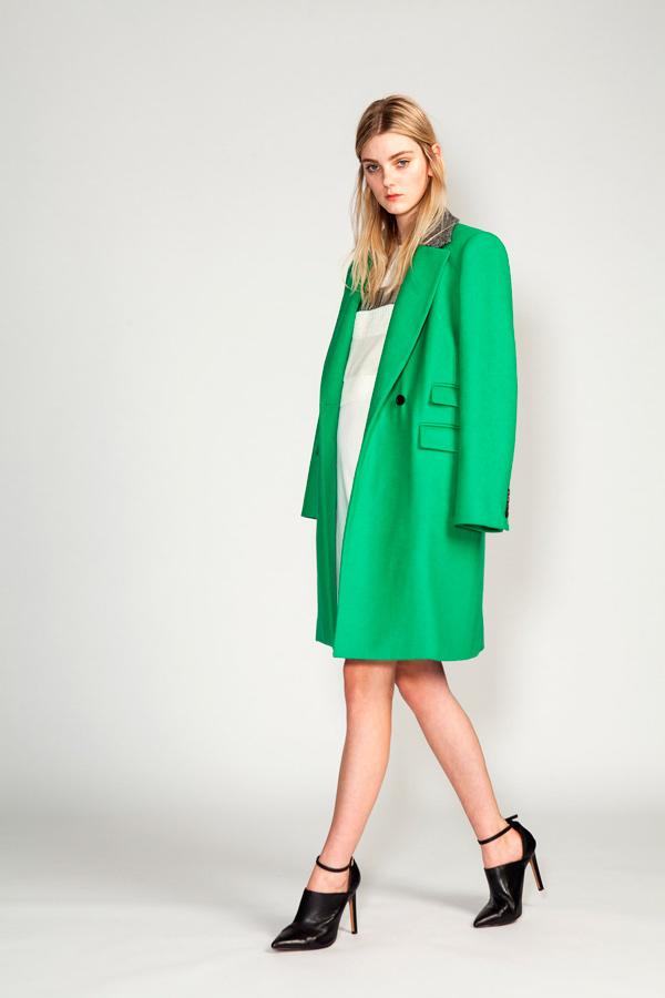 s-chem-nosit-zelenoe-palto-22
