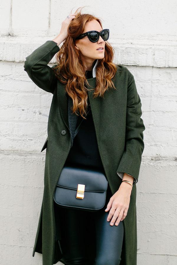s-chem-nosit-zelenoe-palto-24