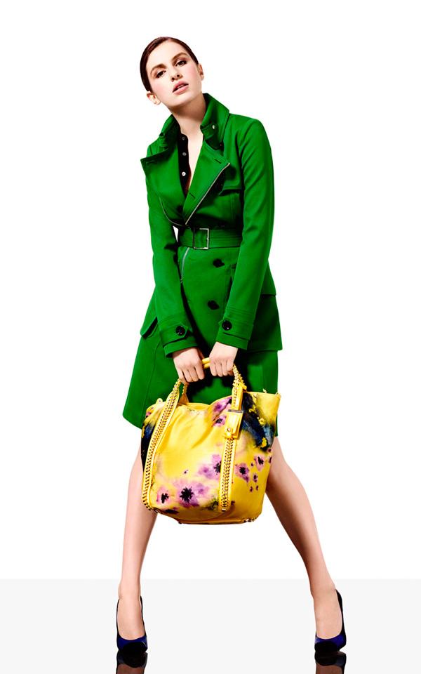 s-chem-nosit-zelenoe-palto-25