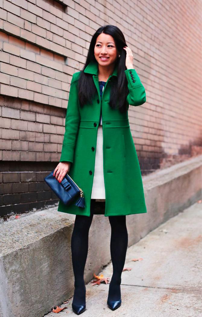 s-chem-nosit-zelenoe-palto-29
