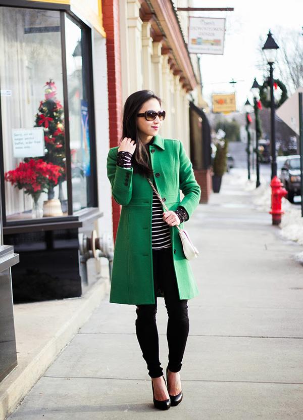 s-chem-nosit-zelenoe-palto-31