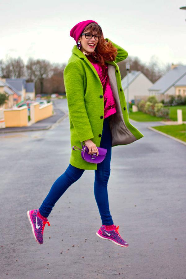 s-chem-nosit-zelenoe-palto-32