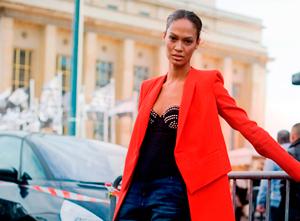 С чем носить красное пальто (более 50 модных луков)
