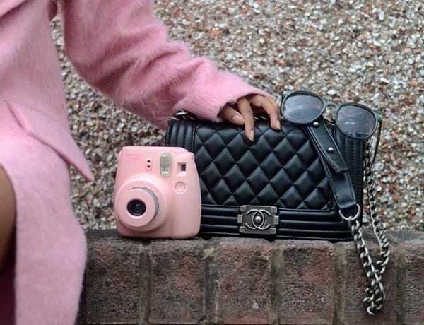 С чем носить розовое пальто.
