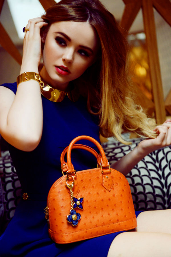 С чем носить оранжевую сумку.