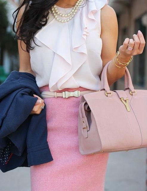 С чем носить розовую сумку.