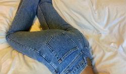 Невероятно модные джинсы с высокой талией: рекомендации по ношению