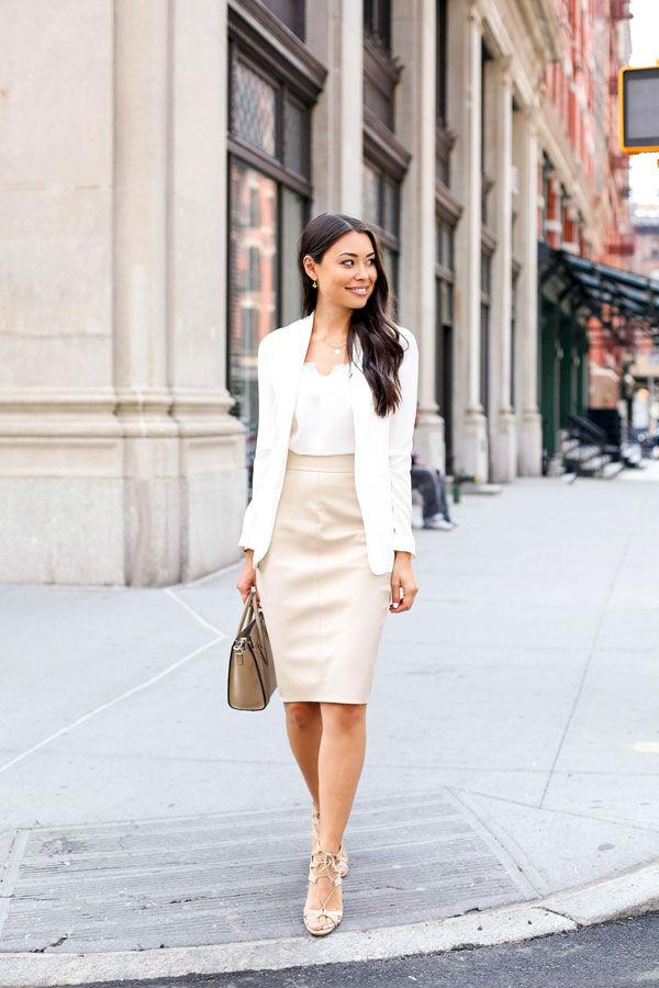 Смотреть Бордовое платье: 70 модных фото, цветовая гамма, луки в разных стилях и современные тенденции видео