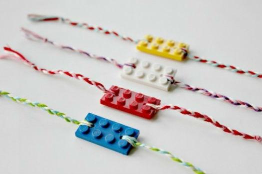 Необычный браслет на руку из конструктора Лего