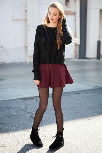 С чем можно сочетать бордовую юбку