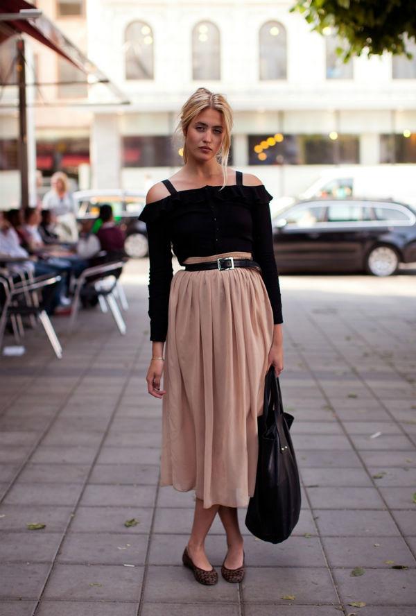 Бежевая юбка: модные примеры сочетания с одеждой и обувью (40 фото)
