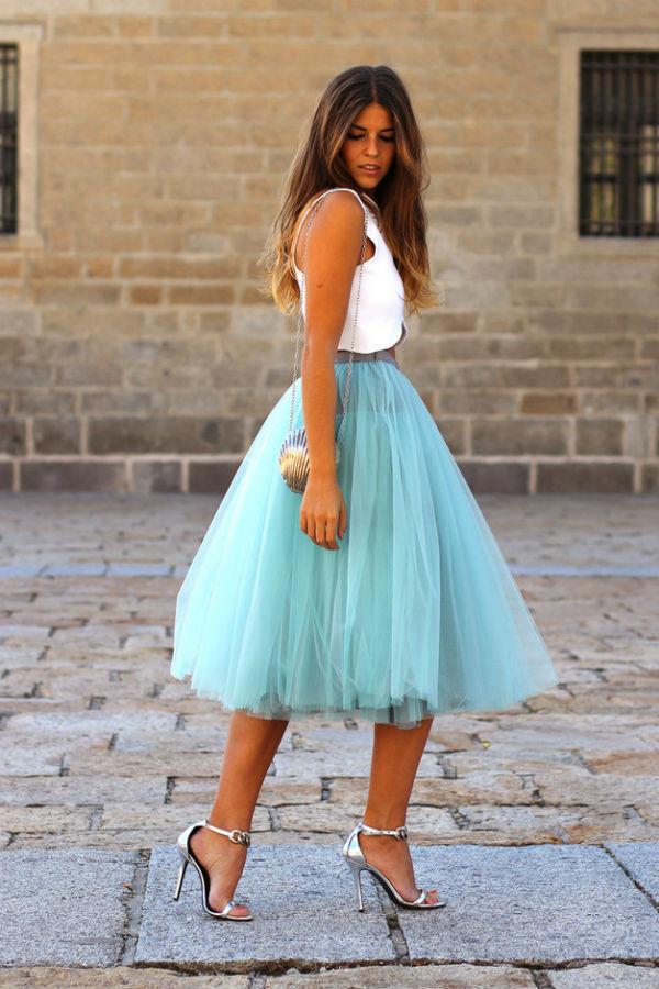 Голубая юбка – идеальный вариант для стильного свежего образа