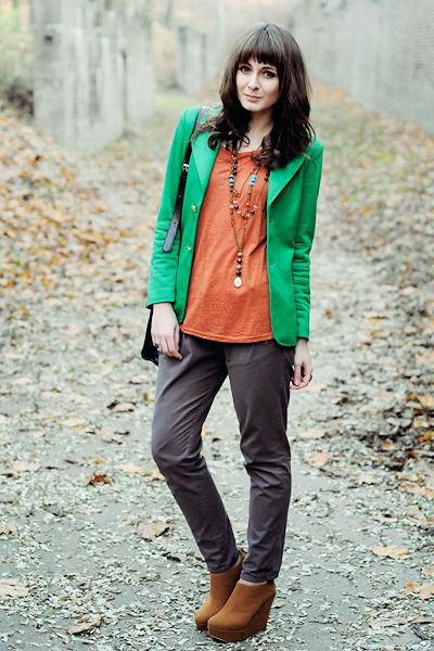 С чем сочетать зеленый пиджак и ловить на себе восхищенные взгляды
