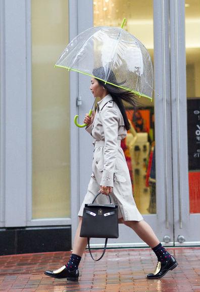 С чем сочетать бежевый плащ: самые модные луки (55+ фото)