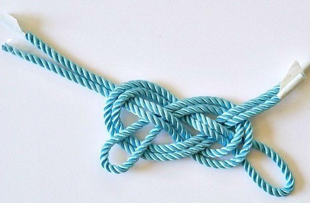 Как сделать модный браслет из декоративного шнура за 3 минуты