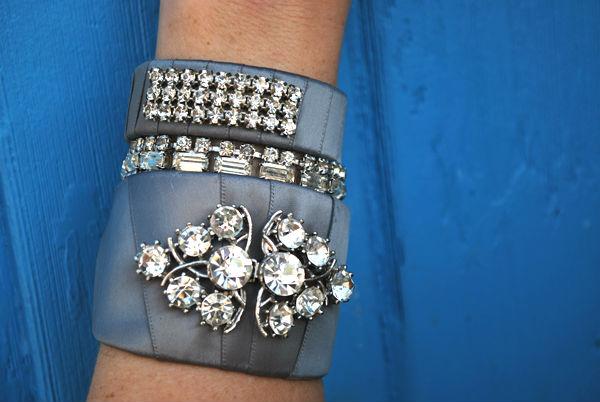 Декорируем обычный браслет шикарной атласной лентой