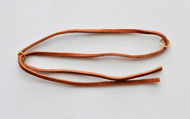Как сделать модный замшевый браслет на руку с кисточкой