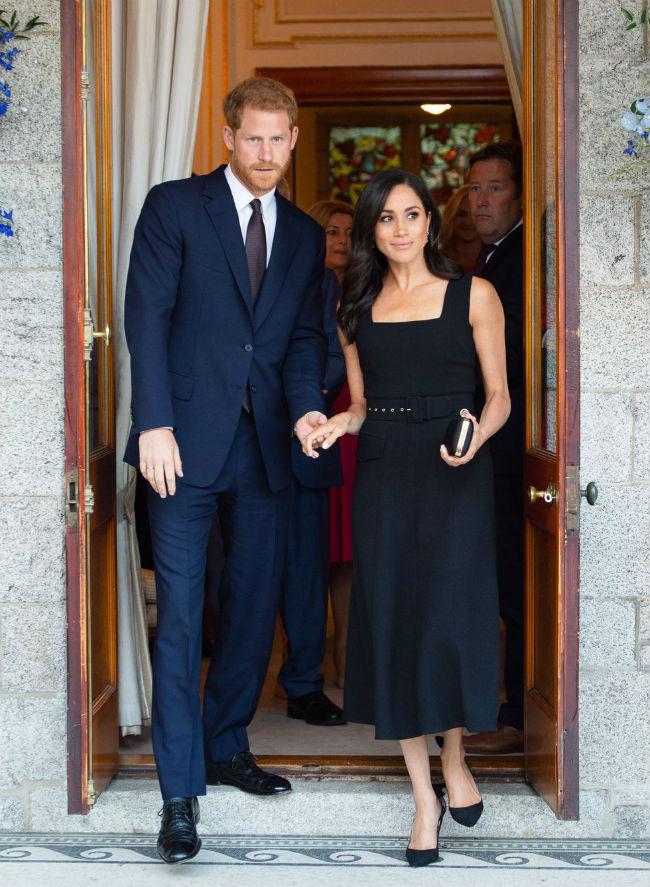 Молодожены в Ирландии: Гарри и Меган прилетели на прием в посольстве Великобритании в Дублине