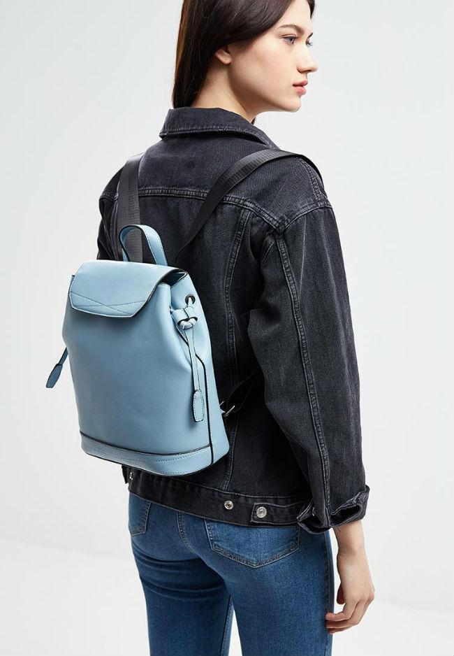 На модной волне: с чем носить голубой рюкзак (более 50 фото)