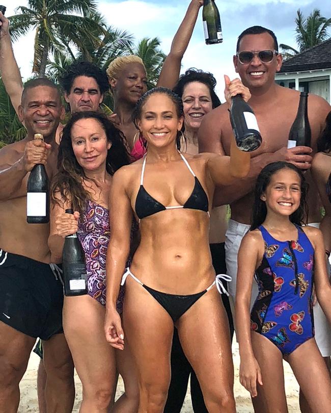 Дженнифер Лопес праздновала 49-летний День Рождения два дня подряд