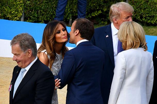 Для ужина в Брюсселе Мелания Трамп выбрала очень женственный наряд