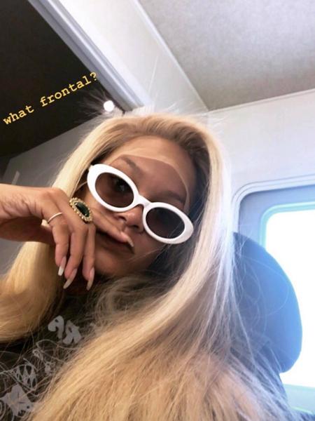 Стильно и свежо: певица Рианна перекрасилась в блондинку