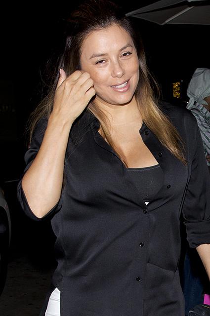 Ева Лонгория без макияжа встретилась в ресторане с друзьями