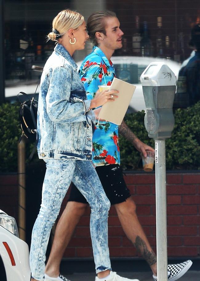 В прекрасном настроении: Хейли Болдуин и Джастин Бибер были замечены на улицах Беверли-Хиллз