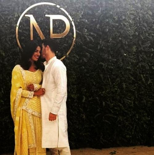 Помолвлены: Ник Джонас и Приянка Чопра прошли церемониальный обряд в Мумбаи