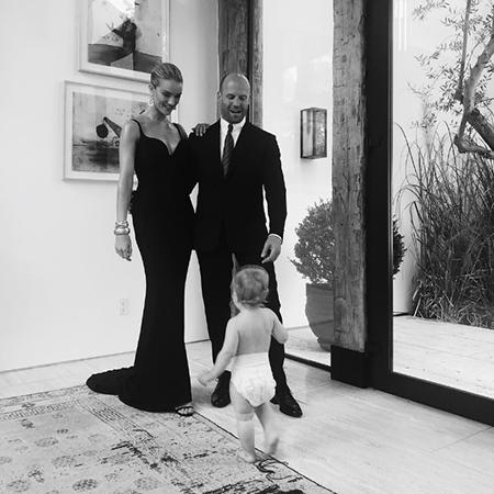 Джейсон Стэтхем и Рози Хантингтон-Уайтли показали годовалого сына