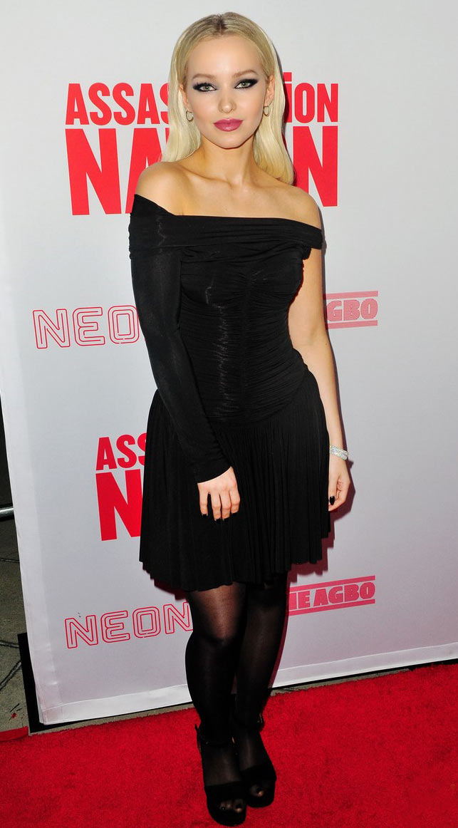 Дав Камерон с макияжем смоки-айс на премьере фильма «Нация убийц»