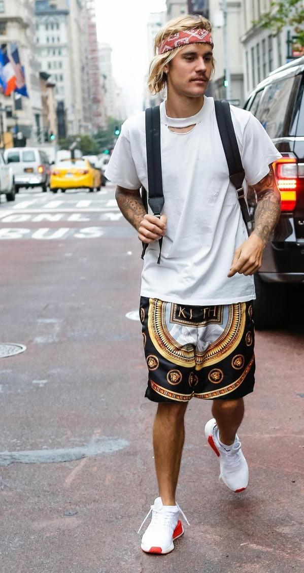 Джастин Бибер в прекрасном настроении отправился кататься по Нью-Йорку на личном авто