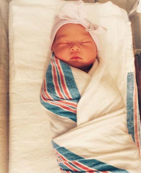 Актриса Кейт Хадсон показала поклонникам фото новорожденной дочери