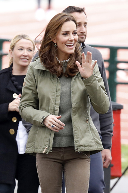 Кейт Миддлтон официально вышла из декрета и посетила Лесную школу в Лондоне