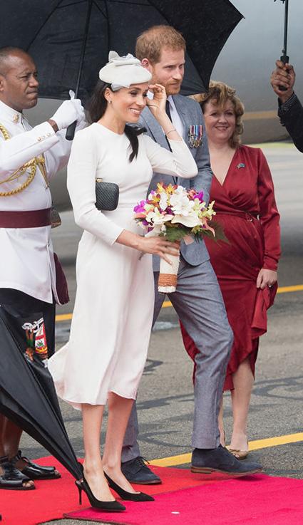 Принц Гарри и Меган Маркл прилетели с официальном визитом на Фиджи