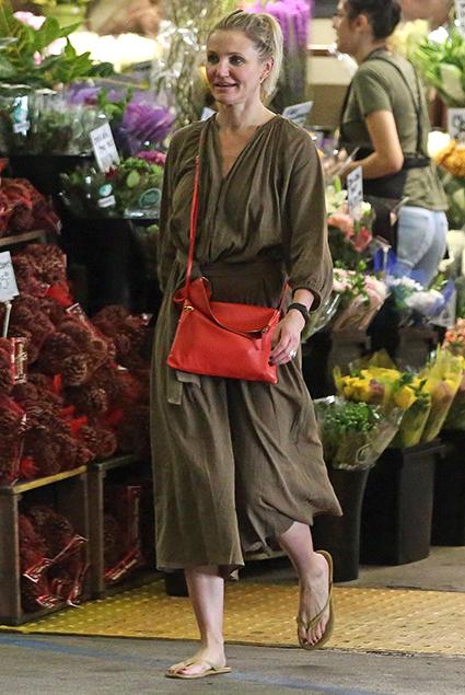 Кэмерон Диас прошлась по магазинам в прекрасном настроении