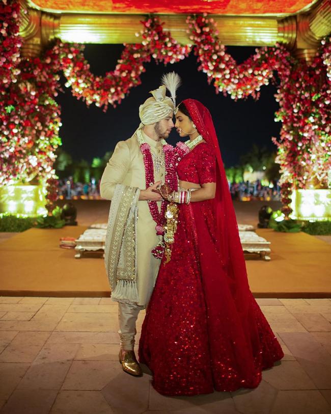 36-летняя Приянка Чопра и 25-летний Ник Джонас показали первые фото со свадьбы