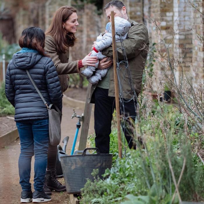 Для посещения Лондонского сада Кейт Миддлтон выбрала практичный наряд
