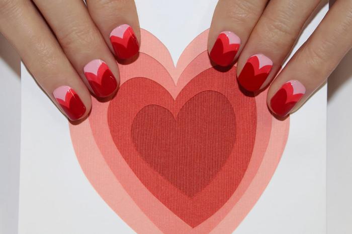 Как сделать маникюр на День Влюбленных с двойными сердечками