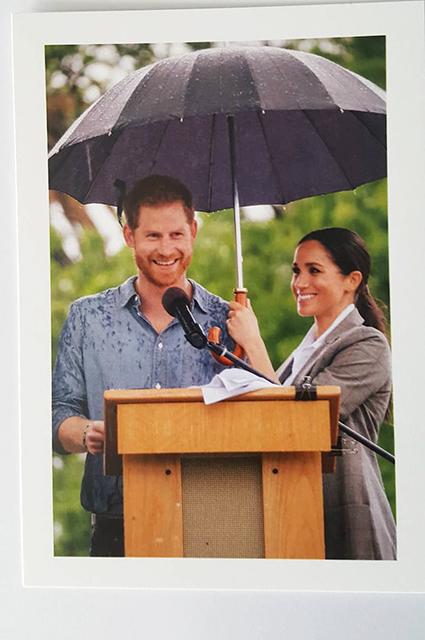 Оказалось - была еще одна открытка на Рождество от Меган Маркл и принца Гарри