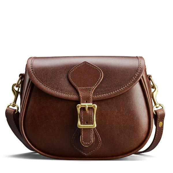 80c089842f4d На работу лучше прихватить каркасный экземпляр коричневой сумки, типа  кейса, дипломата или строгой сумочки с короткими ручками. Ну а в  повседневной жизни ...