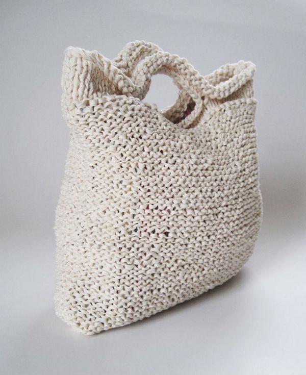 с чем носить вязаную сумку модные луки каблучокру