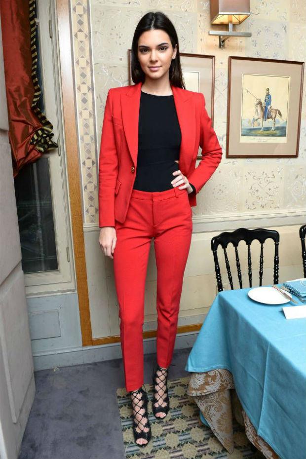 868549405c0 ... Красный женский пиджак - ярко и стильно (более 30 фото образов)